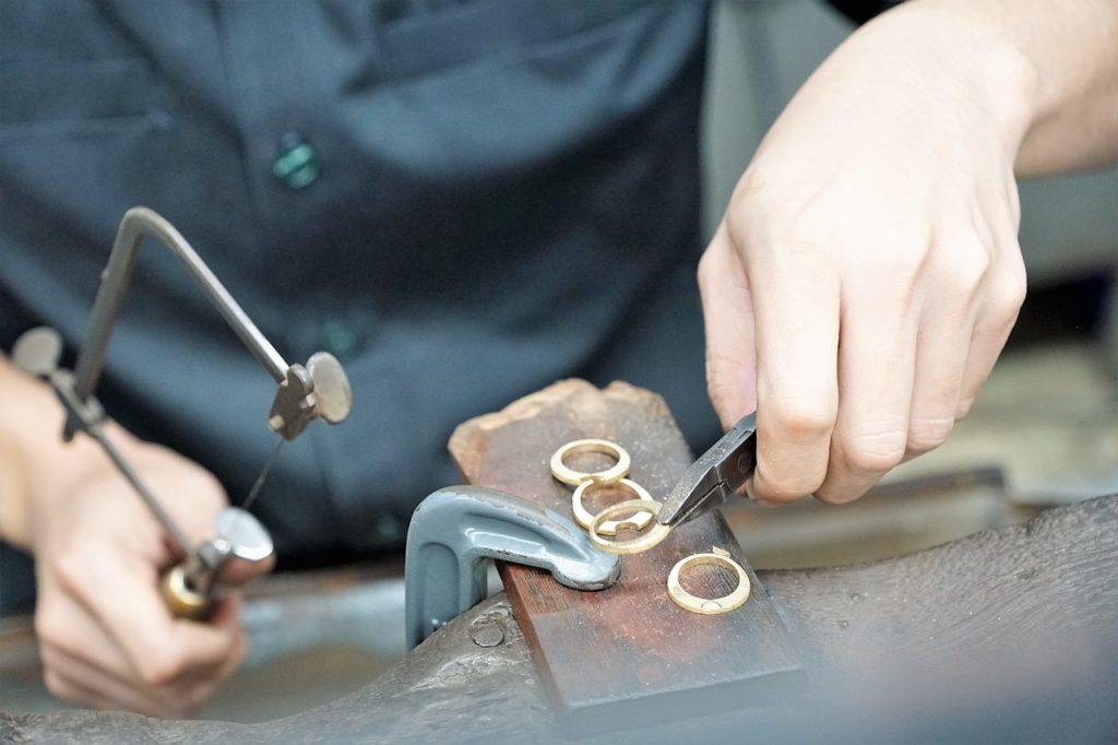 أعمال يدوية صناعة الحلي والمجوهرات